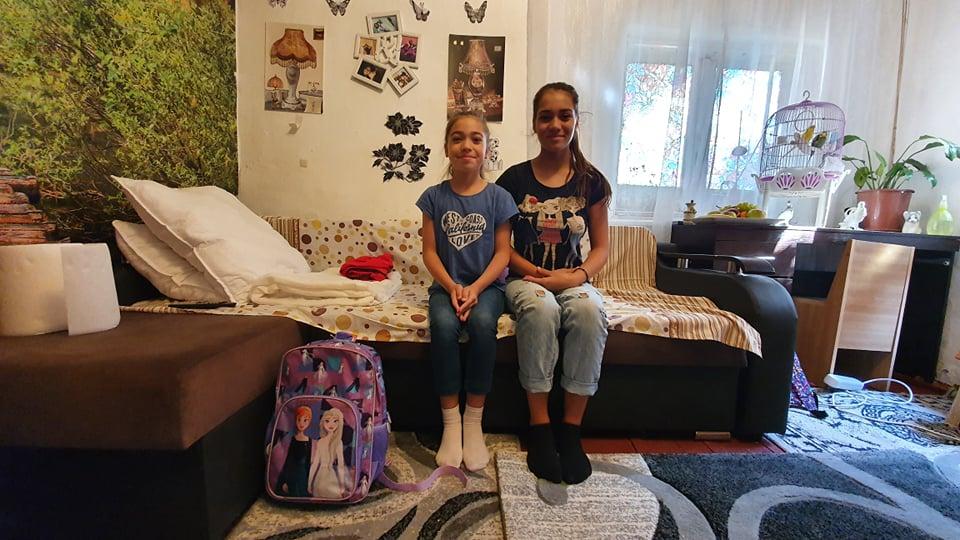 Andreea și Francisca, pregătite pentru școală
