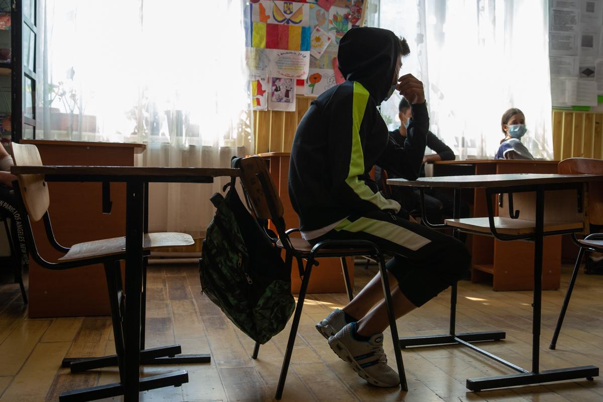 28 de copii de la școala din Bucinișu primesc burse sociale de 6 lei