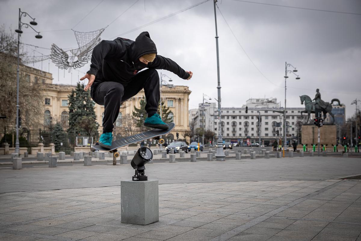 Skater în aer, la Monumentul Revoluției, la cartof
