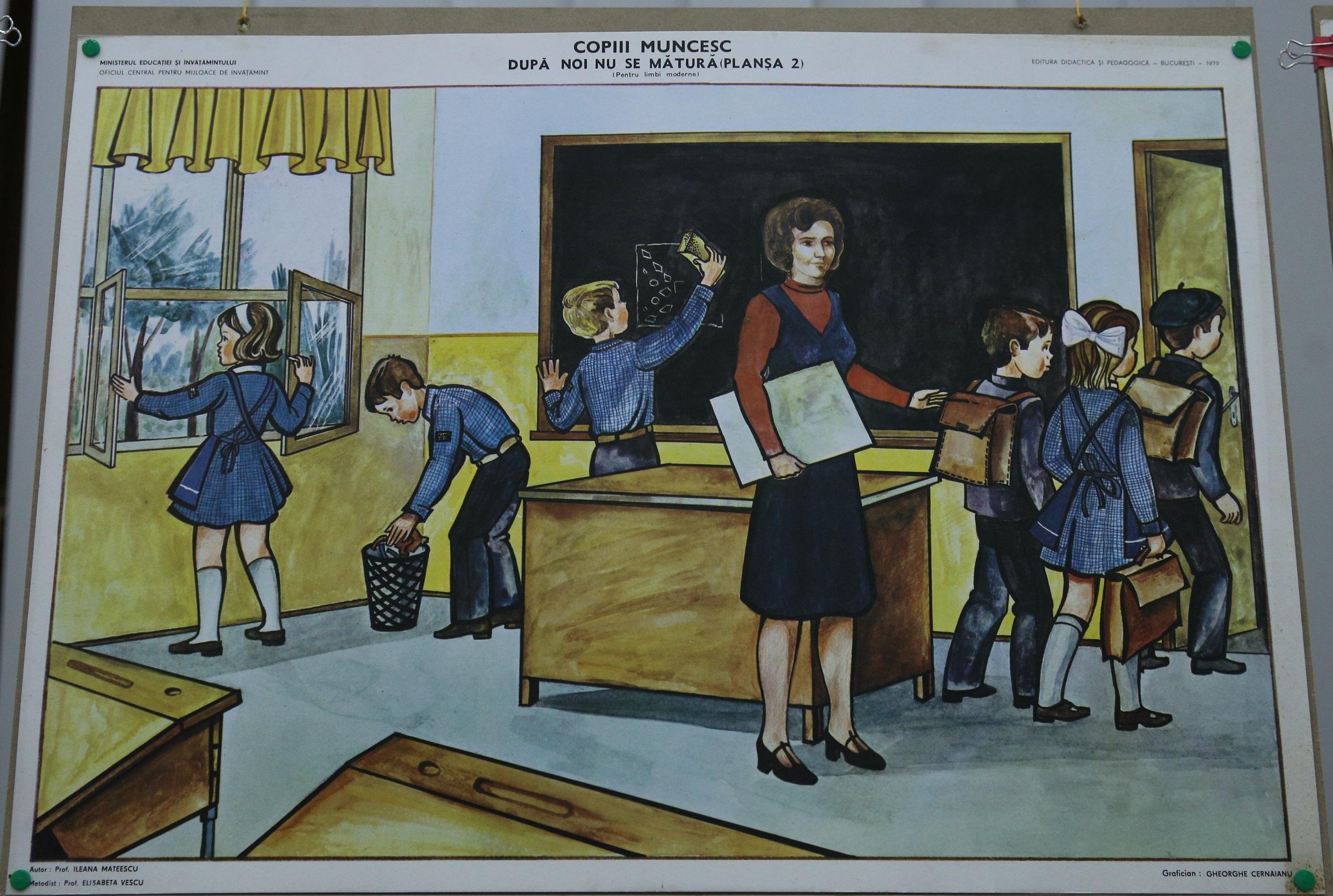 plansa cu imagini din scoala comunista
