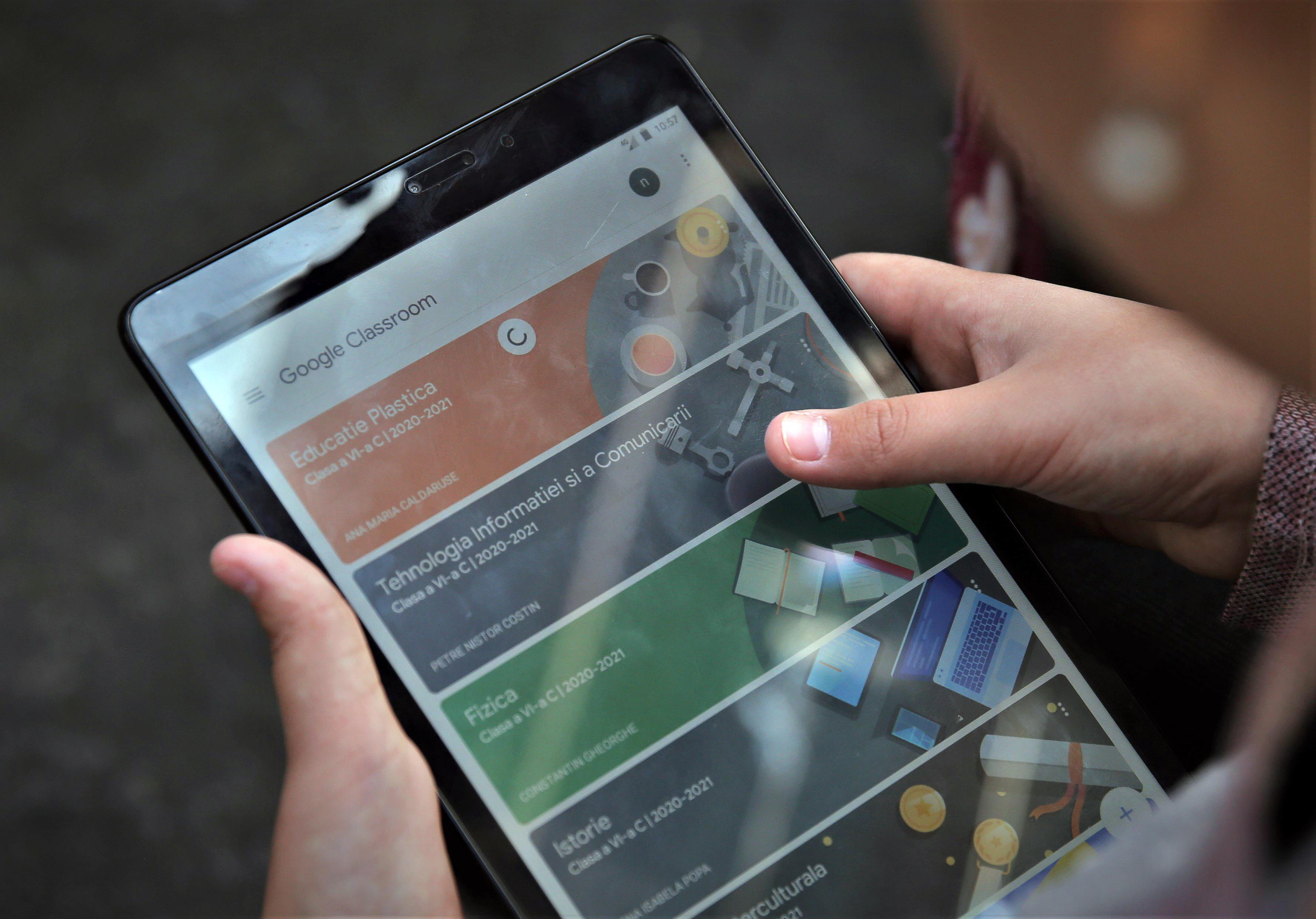 Tableta cu orarul claselor online