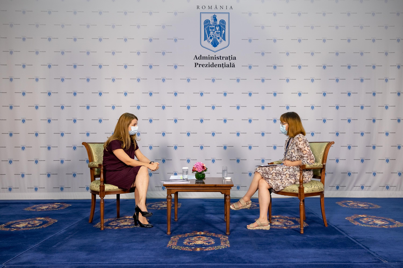 Ligia Deca, intervievata de Florinela Iosip, Scoala 9