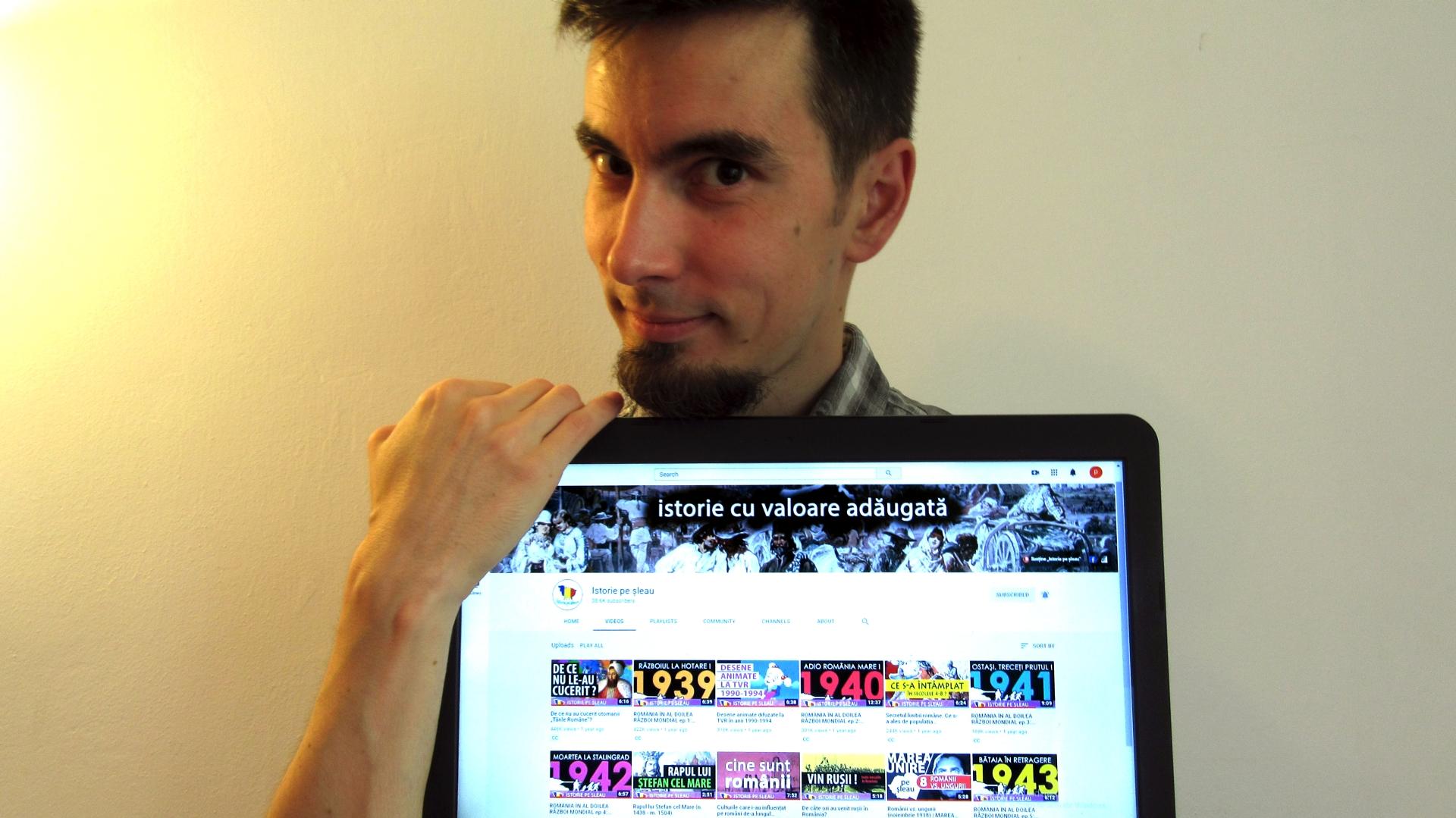 Vlad Pașca, arătând canalul de Youtube Istorie pe șleau