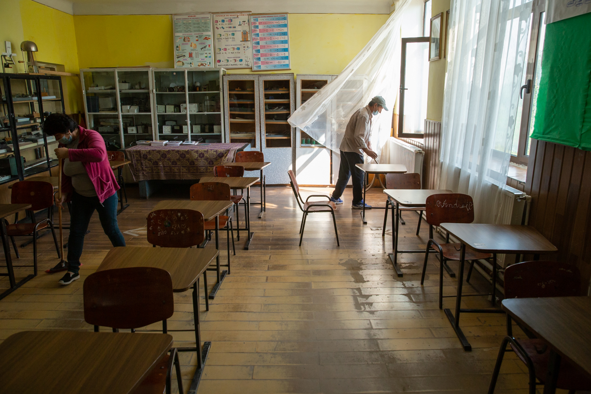 Curățenia dintre schimburile de elevi