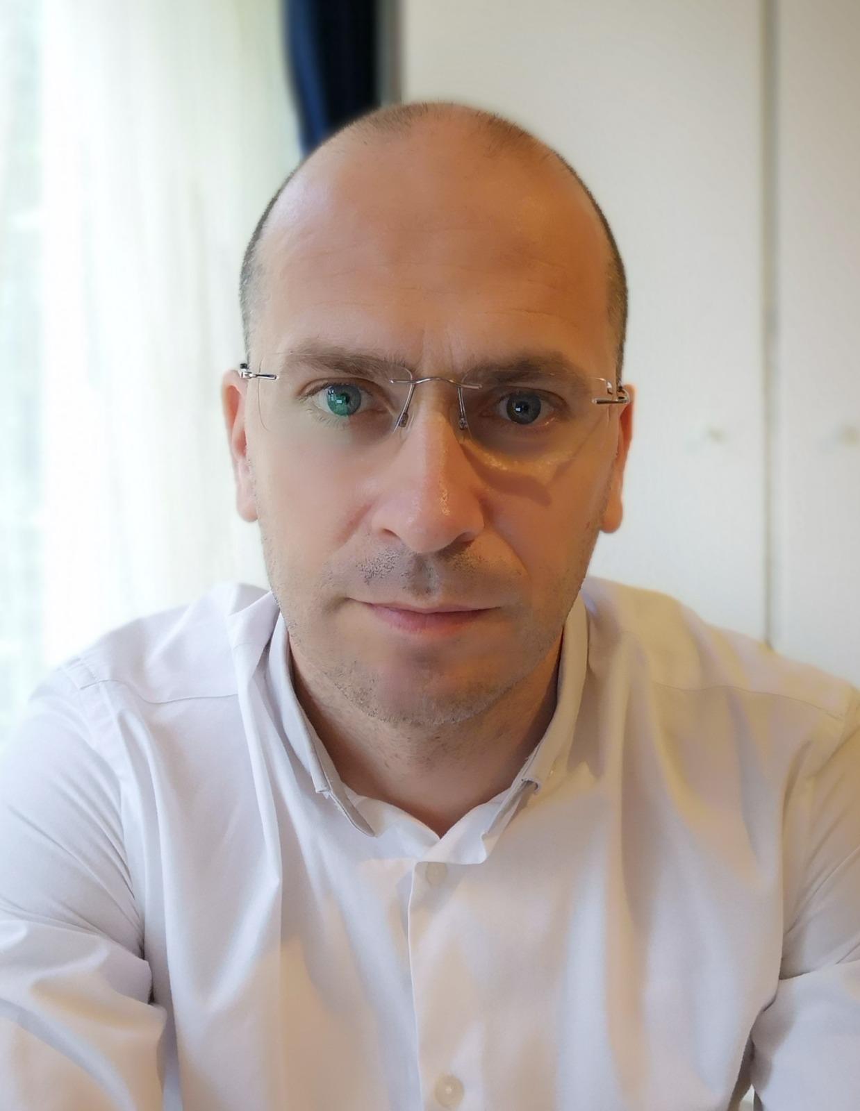 Viorel Roman, psihoterapeut