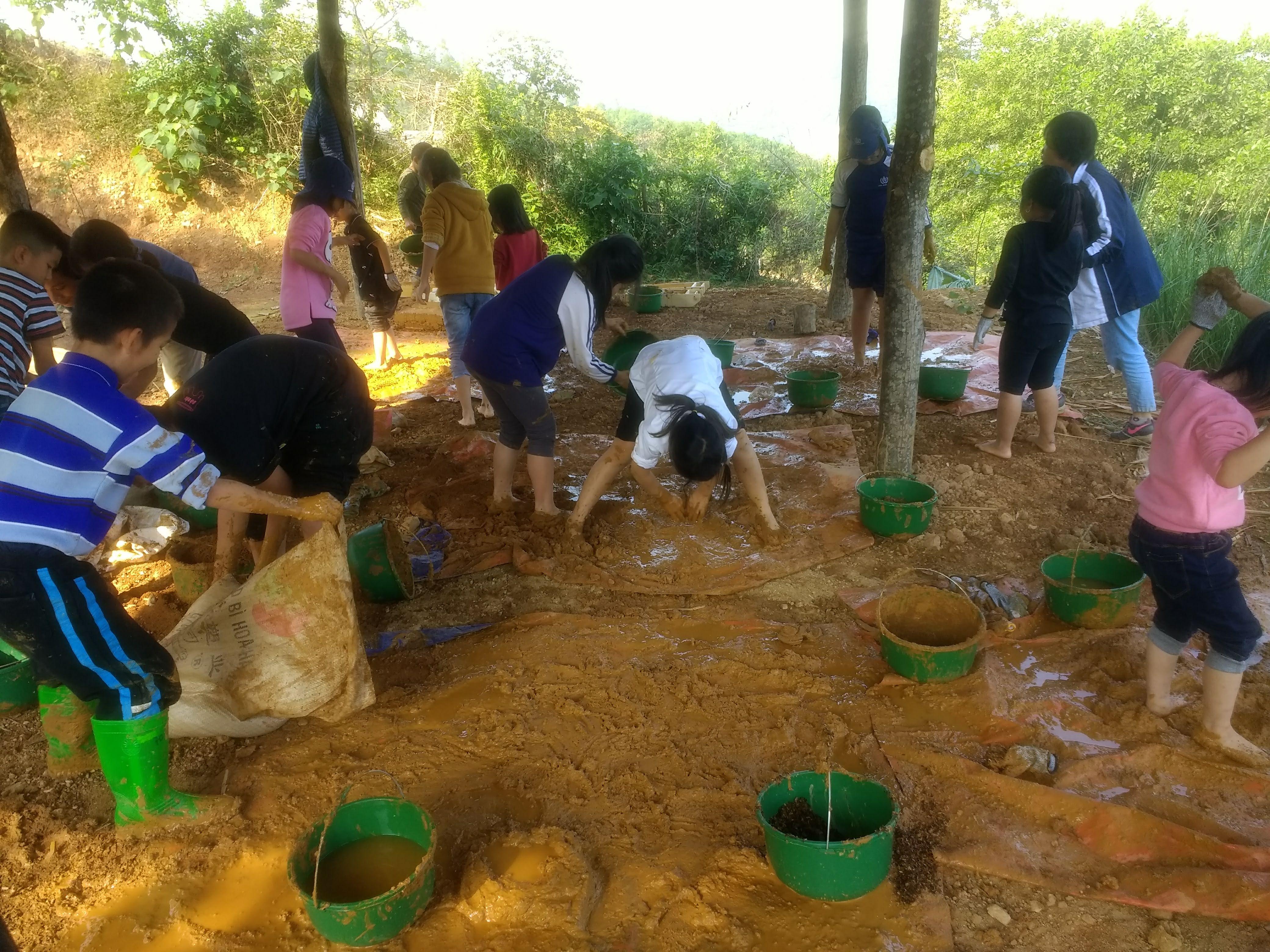 atelierul de lut de la grădinița din Hanoi