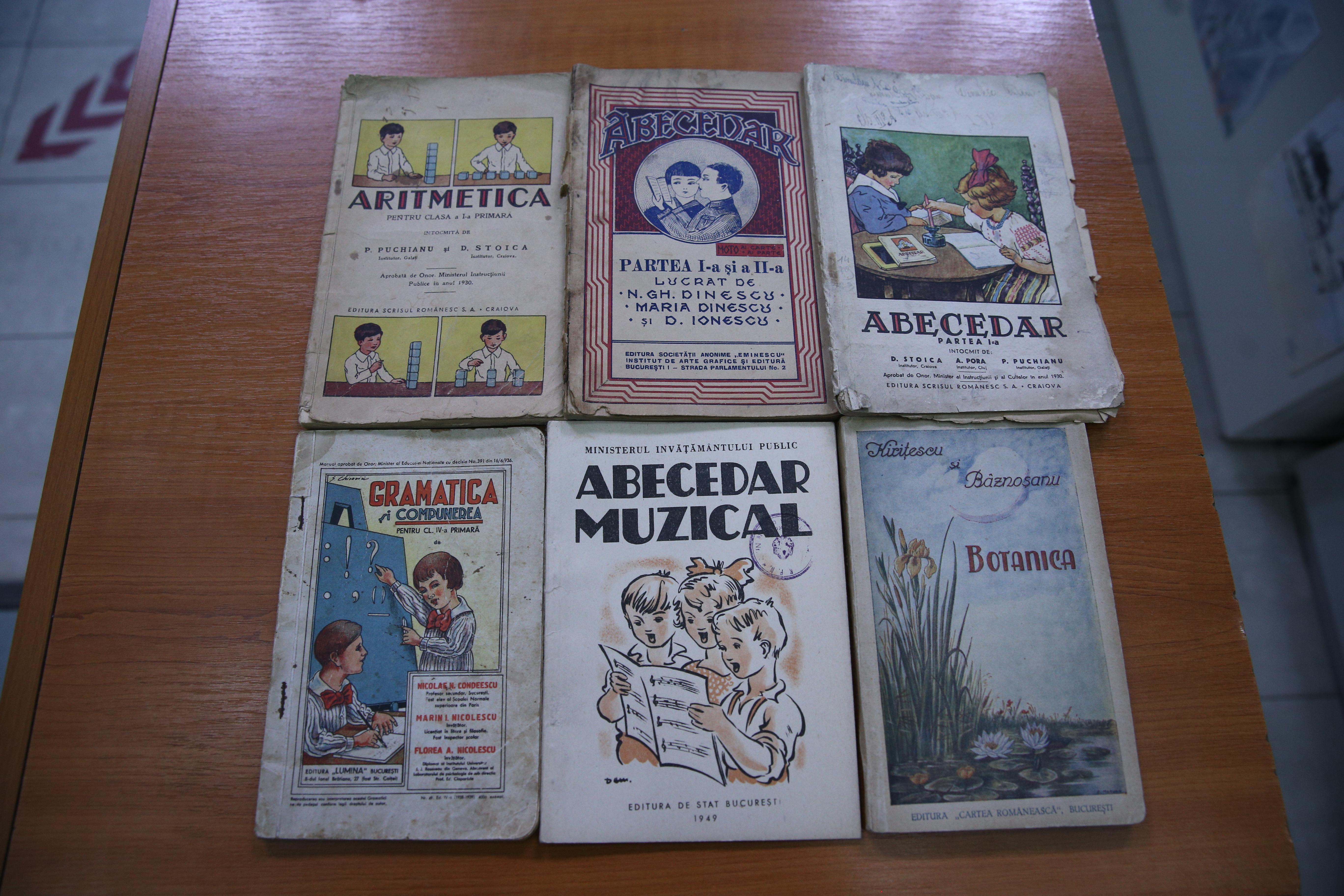 Manuale vechi pentru clasele mici