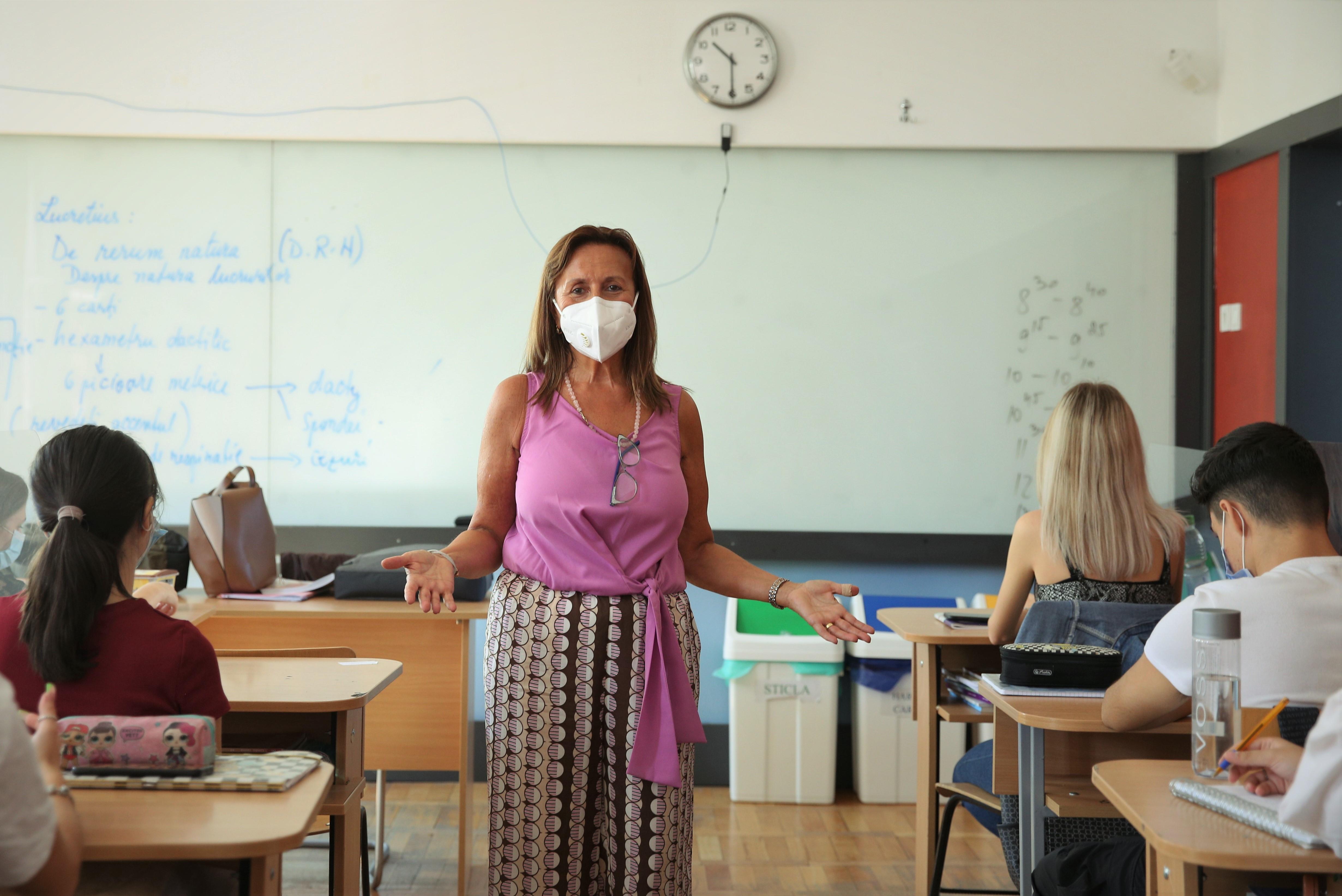 Isabella Chiais, la prima oră de literatură italiană, la începutul anului școlar 2020-2021