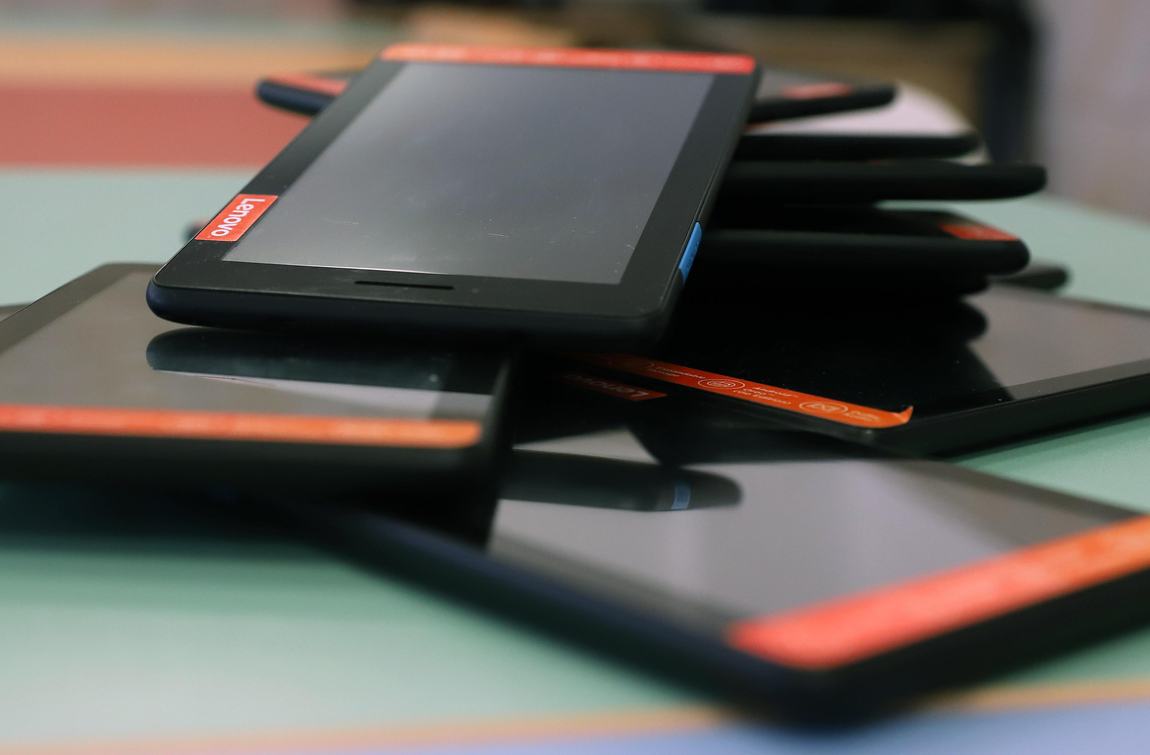 tablete pe masă